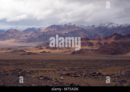 The onset of winter in western Mongolia's Altai Mountains brings challenges for the nomadic lifestyle of the - Stock Image