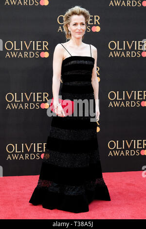 London, UK. 7th Apr 2019. Gillian Anderson poses on the red carpet at the Olivier Awards on Sunday 7 April 2019 at Royal Albert Hall, London. Picture by Credit: Julie Edwards/Alamy Live News - Stock Image