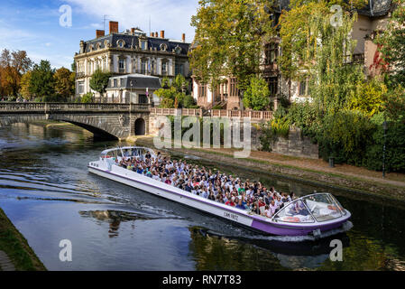 Strasbourg, Alsace, France, Batorama sightseeing river cruise boat, Ill river, Pont du Théatre bridge, residential buildings, - Stock Image