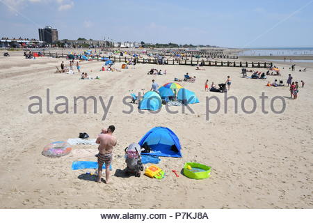 Littlehampton, UK. Saturday 7th July 2018. People on the beach on a very warm afternoon in Littlehampton, on the South Coast. Credit: Geoff Smith / Alamy Live News. - Stock Image