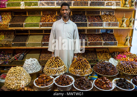Date shop in the old town of Jeddah, Saudi Arabia, Middle East - Stock Image