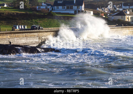 Tragumna, Castlehaven, West Cork, Ireland, December 18th 2018. Yet another night of gale force onshore winds drive huge waves up the sea wall, over the road and onto local houses. Credit: aphperspective/Alamy Live News - Stock Image
