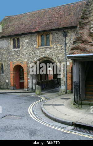 Kings Gate and the Church of St Swithun upon Kingsgate, Kingsgate, Winchester, Hampshire, UK - Stock Image