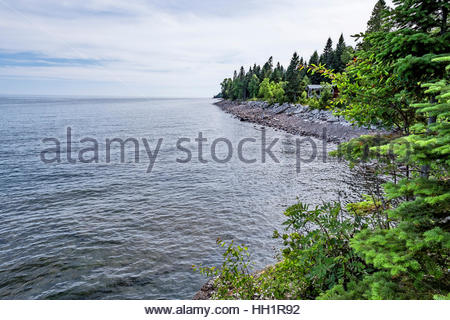Cabin by waters edge on north shore of Lake Superior, Minnesota, USA - Stock Image