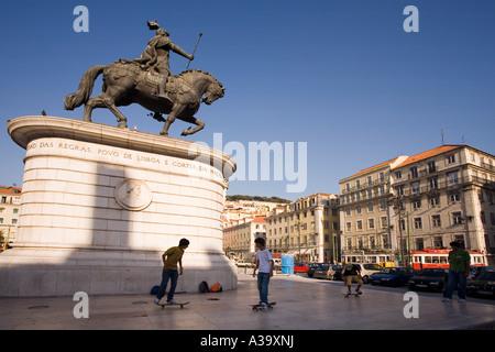 Portugal Lisbon Praca da Figueira statue of Dom Jao I scater - Stock Image