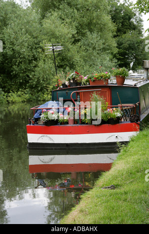 A Colourful Barge on the Grand Union Canal Near Hemel Hempstead - Stock Image