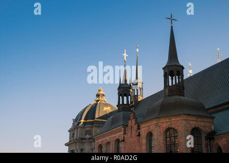 Exterior dome and spires of Riddarholmskyrkan (Riddarholmen Church), resting place of Swedish Monarchs, Gamla Stan, Stockholm, Sweden. - Stock Image