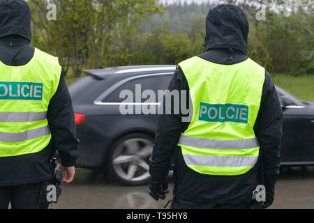 Rozvadov, Czech Republic. 16th May, 2019. A Czech police exercise began today on the border with Germany, focusing on a possible re-introduction of border controls with 12 crossings in the west-Bohemian Plzen Region, Czech Republic, May 16, 2019. The exercise will last until Friday and some 1,200 people will participate, including soldiers, firefighters, customs officers, prison service and healthcare representatives as well as 12 German personnel. Credit: Miroslav Chaloupka/CTK Photo/Alamy Live News - Stock Image
