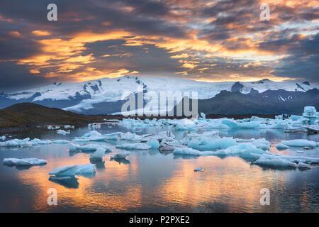 Sunset, Joekulsarlon, Glacier, Bay, Mountains, Iceland, Europe - Stock Image