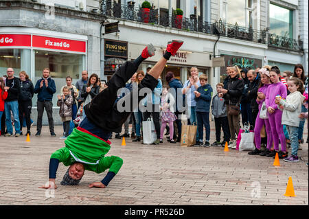 Cork, Ireland. 29th Sept, 2018. A member of SOG Break Dance Crew from Dublin performs in front of shoppers on a busy Saturday afternoon. Credit: Andy Gibson/Alamy Live News. - Stock Image