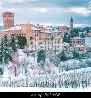 Padan Plain, Levizzano town and Vineyards in Snow. Emilia Romagna, Italy - Stock Image
