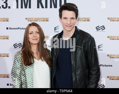 Berlin, Germany. 18th Mar, 2019. The actors Alice Dwyer and Sabin Tambrea come on the red carpet to the UCI Luxe cinema for the film premiere 'The Goldfish'. In Germany, the comedy starts on 21 March. Credit: Annette Riedl/dpa/Alamy Live News - Stock Image
