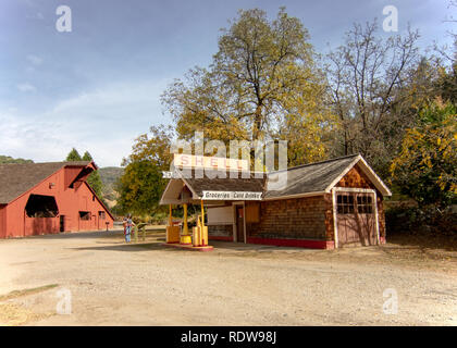 Bridgeport, CA - November 11, 2018: Vintage, restored Shell Station and barn at the South Yuba River State Park, California, USA, in the autumn, featu - Stock Image