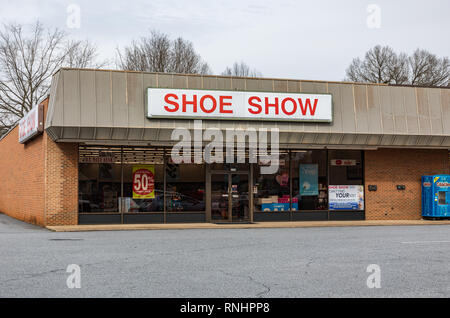 HICKORY, NC, USA-2/15/19: A local Show Show store, one of more than 1150 locations. - Stock Image