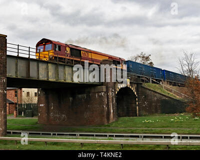DB diesel locomotive 66121 crosses the Rainford by pass as it returns a train of empty rubbish containers to Kirkby on Merseyside.  Cw 6680 - Stock Image