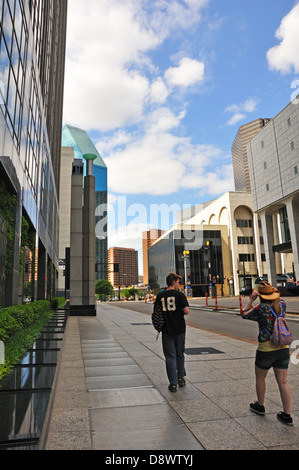 Teenage tourists in Dallas, Texas, USA - Stock Image
