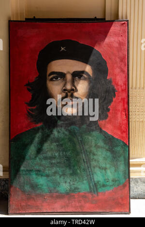 Portrait for Ernesto Che Guevara for sale standing on a pavement in the Old Town of Havana, Cuba, Caribbean - Stock Image