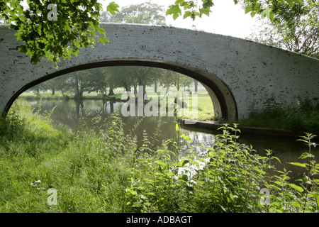 A Footbridge over the Grand Union Canal Near Hemel Hempstead - Stock Image