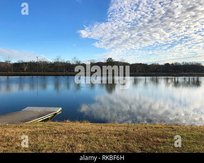 View of Oak Ridge Marina on a cool autumn day with lake view and a blue sky. - Stock Image