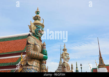 Yaksha statue in the Grand Palace in Bangkok, Thailand. The demon-gods statues are a common sight in Buddhist temples in Thailand, but also feature in - Stock Image
