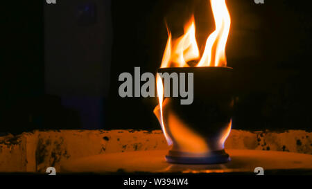 Burning ceramic mug on pottery wheel - Stock Image
