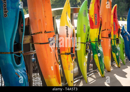Colourful kayaks at the Paddle South Kayak Competition & Festival on the Chattahoochee River in Uptown Columbus, Georgia. (USA) - Stock Image