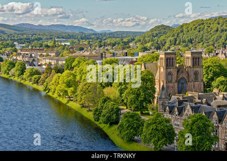 INVERNESS CITY SCOTLAND CENTRAL CITY THE RIVER NESS LOOKING TOWARDS BISHOPS ROAD AND ST ANDREWS CATHEDRAL - Stock Image