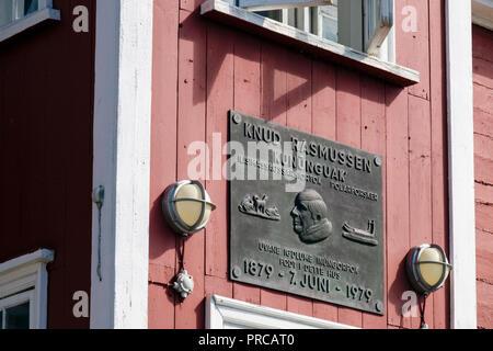 Plaque on Knud Rasmussen's 1879 - 1979 (polar explorer and anthropologist) birthplace. Ilulissat (Jakobshavn), Qaasuitsup, Greenland - Stock Image
