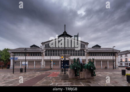 The old Air and Space Hall of the Museum of Science and Industry (MOSI) under grey rainy skies in Manchester. - Stock Image