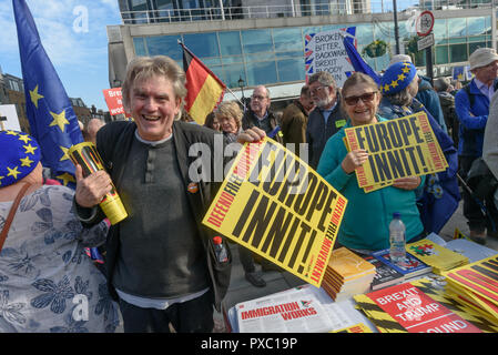 London, UK. 20th October 2018. Andrew Burgin at the Left Unity stand. People gather with placards, banners and flags at Hyde Park Corner for the People's Vote March calling for a vote to give the final say on the Brexit deal or failure to get a deal. They say the new evidence which has come out since the referendum makes it essential to get a new mandate from the people to leave the EU. Peter Marshall/Alamy Live News - Stock Image