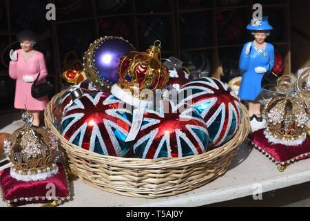 Various British trinkets on display in a shop window in Edinburgh, Scotland, UK - Stock Image