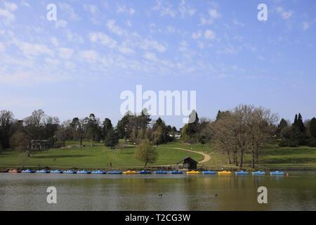 Tunbridge Wells, UK. 1st Apr, 2019. Uk weather. Visitors to Dunorlan park enjoy some later afternoon sun today in Royal Tunbridge Wells, Kent.Uk. Credit: Ed Brown/Alamy Live News - Stock Image