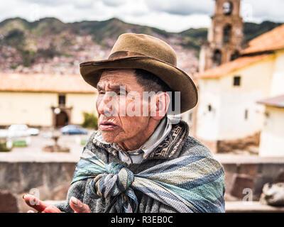 Cusco, Peru - January 3, 2017. An old man asking for money in Plazoleta San Blas square in Cusco - Stock Image