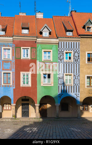 Poznan Market Square, view of the colorful facades of the medieval Fish Sellers' Houses in Market Square, Poznan Old Town, Poland. - Stock Image