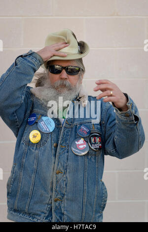 Merrick, New York, USA. October 23, 2016. FRED S. CHANDLER, 66, of N. Bellmore, wears Hillary Clinton political - Stock Image
