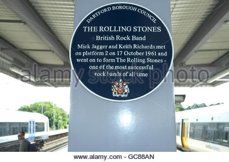 Dartford railway station - plaque stating that music legends Mick Jagger & Keith Richards met here on platform - Stock Image