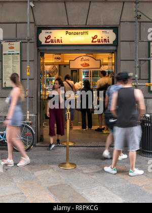 Vertical view of a shop selling Panzerotti in Milan, Italy. - Stock Image