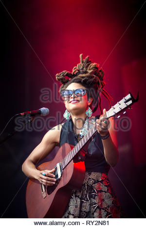 VALERIE JUNE performing live, 13 juillet 2014 - Stock Image
