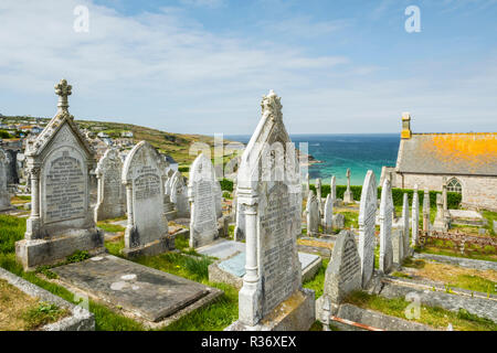 Rows of Victorian gravestones in Barnoon Cemetery, St Ives, Cornwall, England - Stock Image