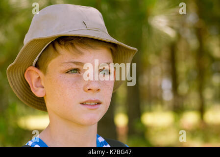 Preteen boy looking into distance - Stock Image