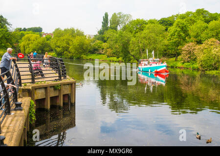Pleasure boat Juno leaving the landing stage at Yarm on a trip down the river Tees - Stock Image