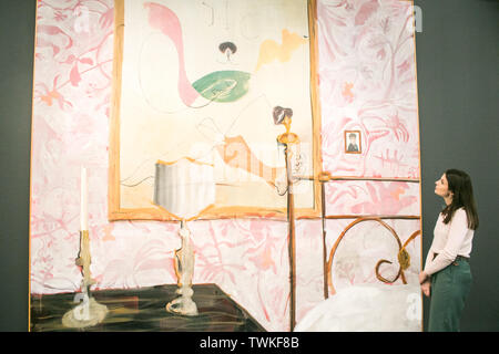 London, UK. 21st June, 2019. A Sotheby's assistant with 'Shlafzimmer (Bedroom)' by Albert Oehlen, 2004. Estimate: £800,000-1,200,000 at the Sotheby's Contemporary Art Auction preview for the Evening sale on 26 June Credit: amer ghazzal/Alamy Live News - Stock Image