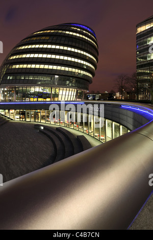 England, London City Hall at the River Thames. - Stock Image