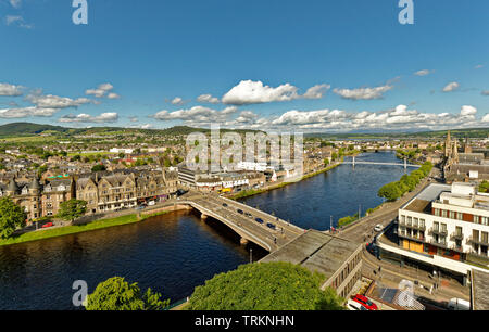 INVERNESS CITY SCOTLAND CENTRAL CITY THE RIVER NESS AND NESS ROAD BRIDGE AND HOUSES LINING BOTH BANKS OF THE RIVER - Stock Image
