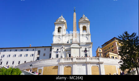 The exterior of the Trinita dei Monti in Rome, Italy above the Spanish Steps which lead down to Piazza di Spagna. - Stock Image
