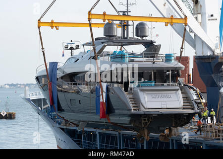 13th February 2019 Sunseekers being lifted onto a ship for export. Will these boast still be exported with a deal or no deal brexit. Credit Paul Chambers Alamy Live News - Stock Image