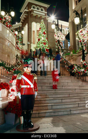 Rodeo drive, Beverly Hills, Los Angeles, California. Christmas decorations. - Stock Image