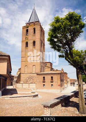 Romanesque-Mudejar church of  San Nicolas de Bari,Madrigal de las Altas Torres, Avila Province, Castile and Leon, Spain.  Isabella  I of Castile was b - Stock Image