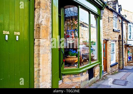 Chipping Norton, Antique shop, Oxfordshire, England - Stock Image