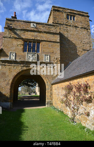 Gatehouse belonging to the manor house in the Warwickshire village of Wormleighton - Stock Image
